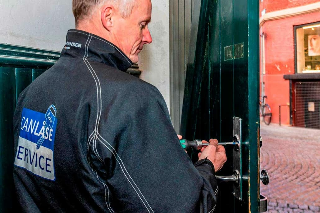 låsesmed fra can service udskifter låse